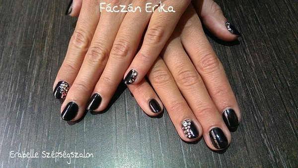 erabelle-shellac-fekete-kovekkel