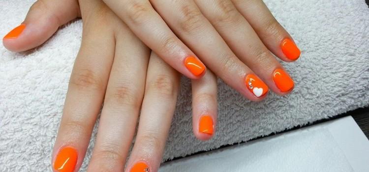 Neon narancs gél lakk szivecskével | Neon orange gel lac with a cute heart