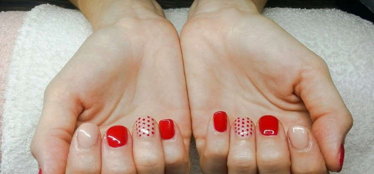 Piros és nude shellac pöttyökkel | Red and nude shellac with dots